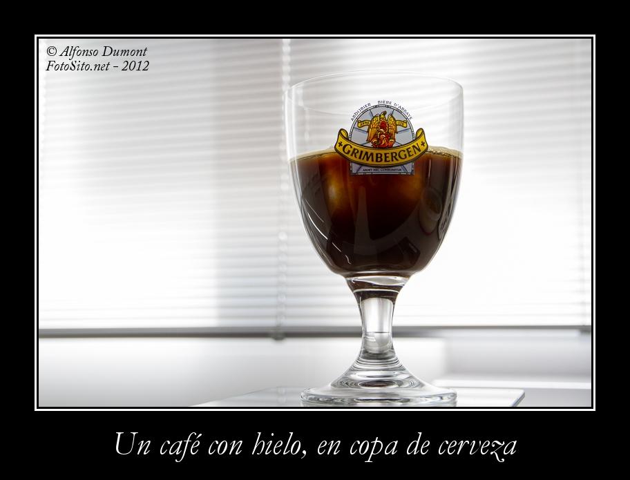 Un cafe con hielo, en copa de cerveza