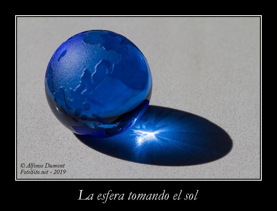 La esfera tomando el sol