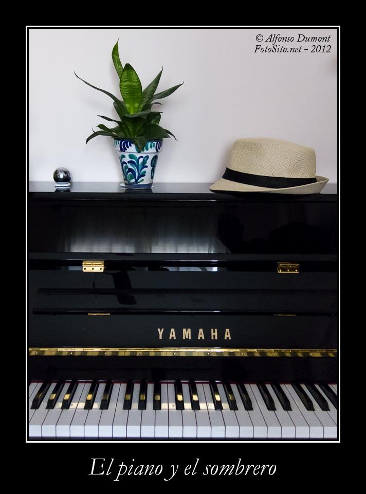 El piano y el sombrero