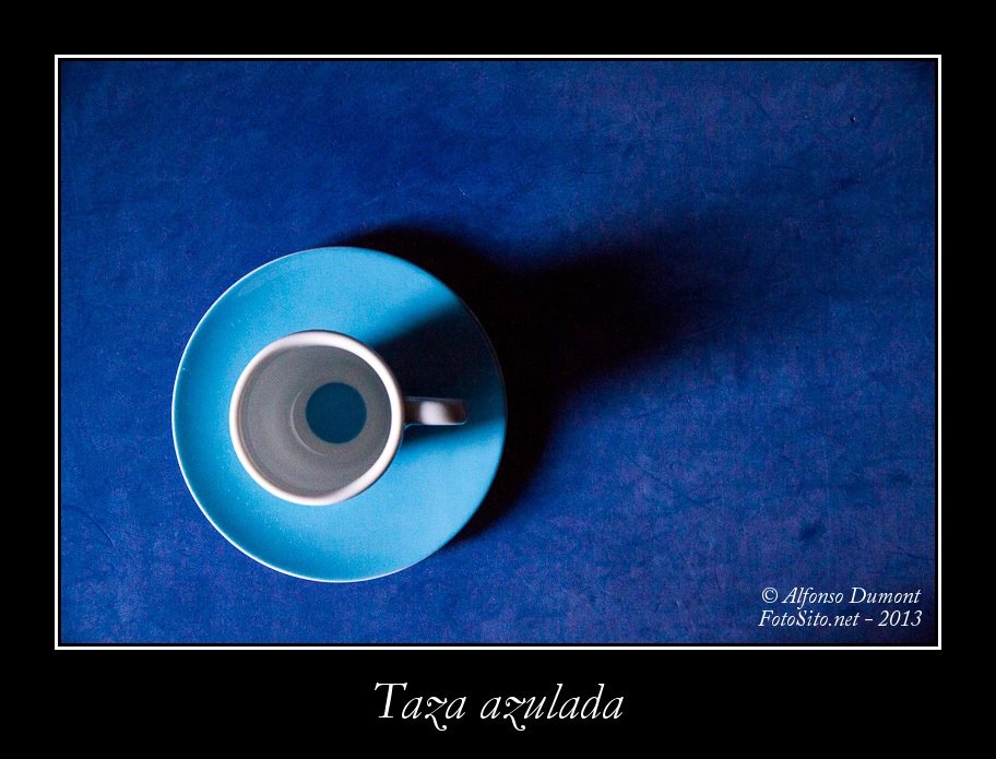 Taza azulada